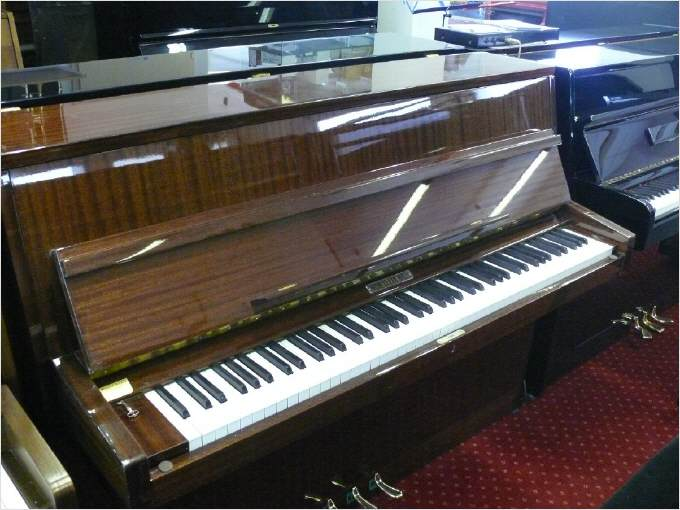 pianos d 39 occasion pianos droits. Black Bedroom Furniture Sets. Home Design Ideas